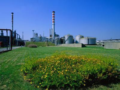 ENI E CONOE: IL BIOCARBURANTE DAL RICICLO DI OLI ESAUSTI. L'olio utilizzato può diventare energia e carburante per le nostre case e per i nostri veicoli.